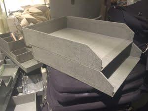 Pappersfack-för-skrivbord-i-grått-1024x768