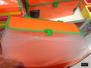 Fargglad-vaska-for-papper-med-sorteringsfack-oppen