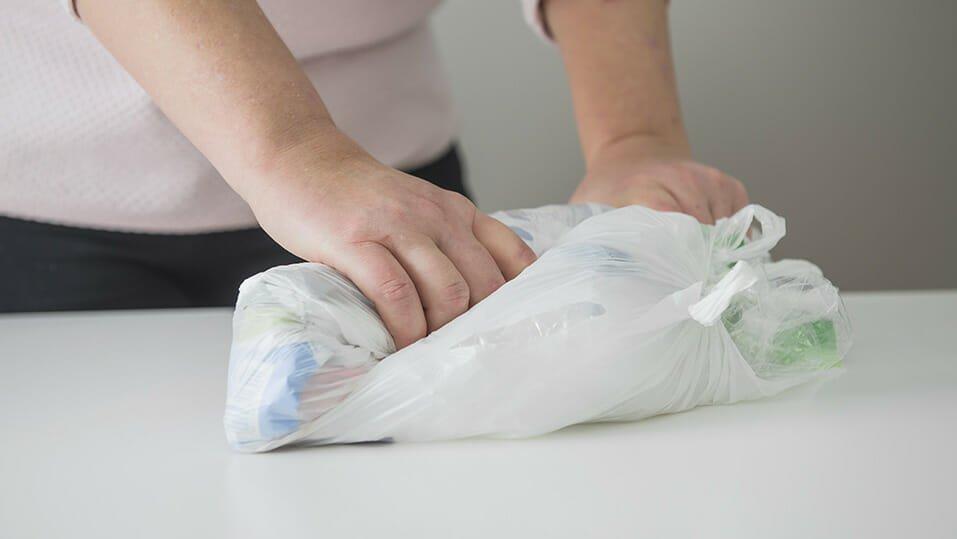 Källsortera plastförpackningar - Rulla ihop mjukplast