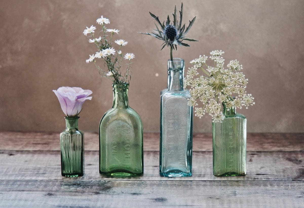 Blommor i glasvaser
